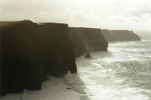 800px-Cliff_of_Moher